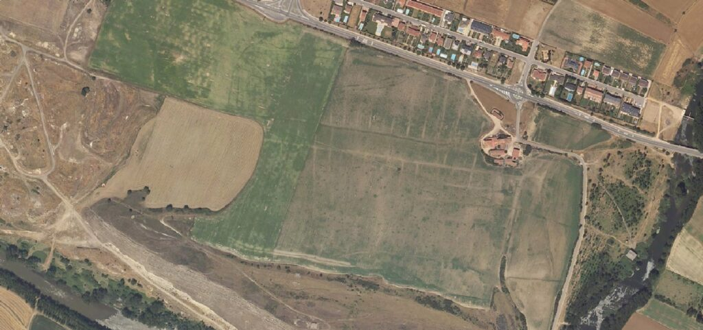 Fotografía aérea del yacimiento de Arce-Mirapérez/Deobriga en Miranda de Ebro (PNOA, 2005, a través de GeoEuskadi